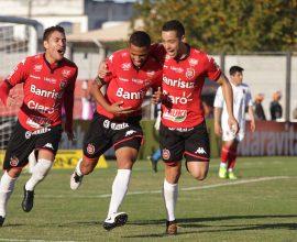 Felipe Garcia marcou os dois gols da vitória Xavante sobre o Paraná. Ótima estreia do Brasil na Série B. Foto: Carlos Insaurriaga