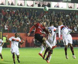 Equipe rubro-negra criou diversas chances de gol, mas o Atlético Goianiense que saiu com a vitória no Bento Freitas. Foto: Jonathan Silva
