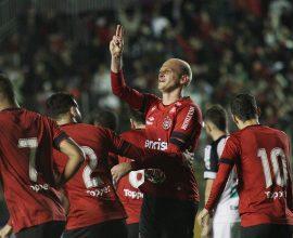 Gustavo Papa foi a novidade na escalação inicial, e marcou os dois gols do Brasil na vitória sobre o Ceará. Foto: Carlos Insaurriaga